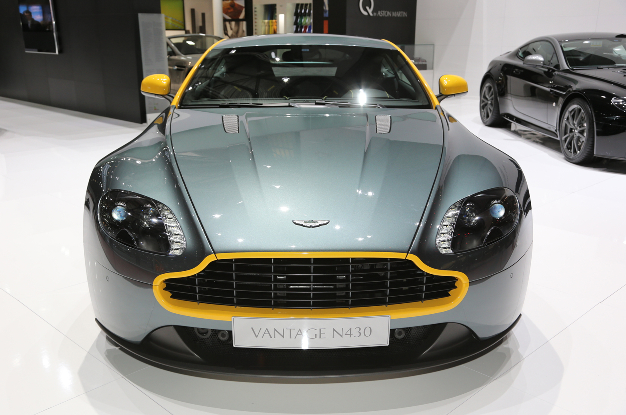 2015 aston martin v8 vantage gt riding sporty and luxury ride 63 cars performance reviews. Black Bedroom Furniture Sets. Home Design Ideas