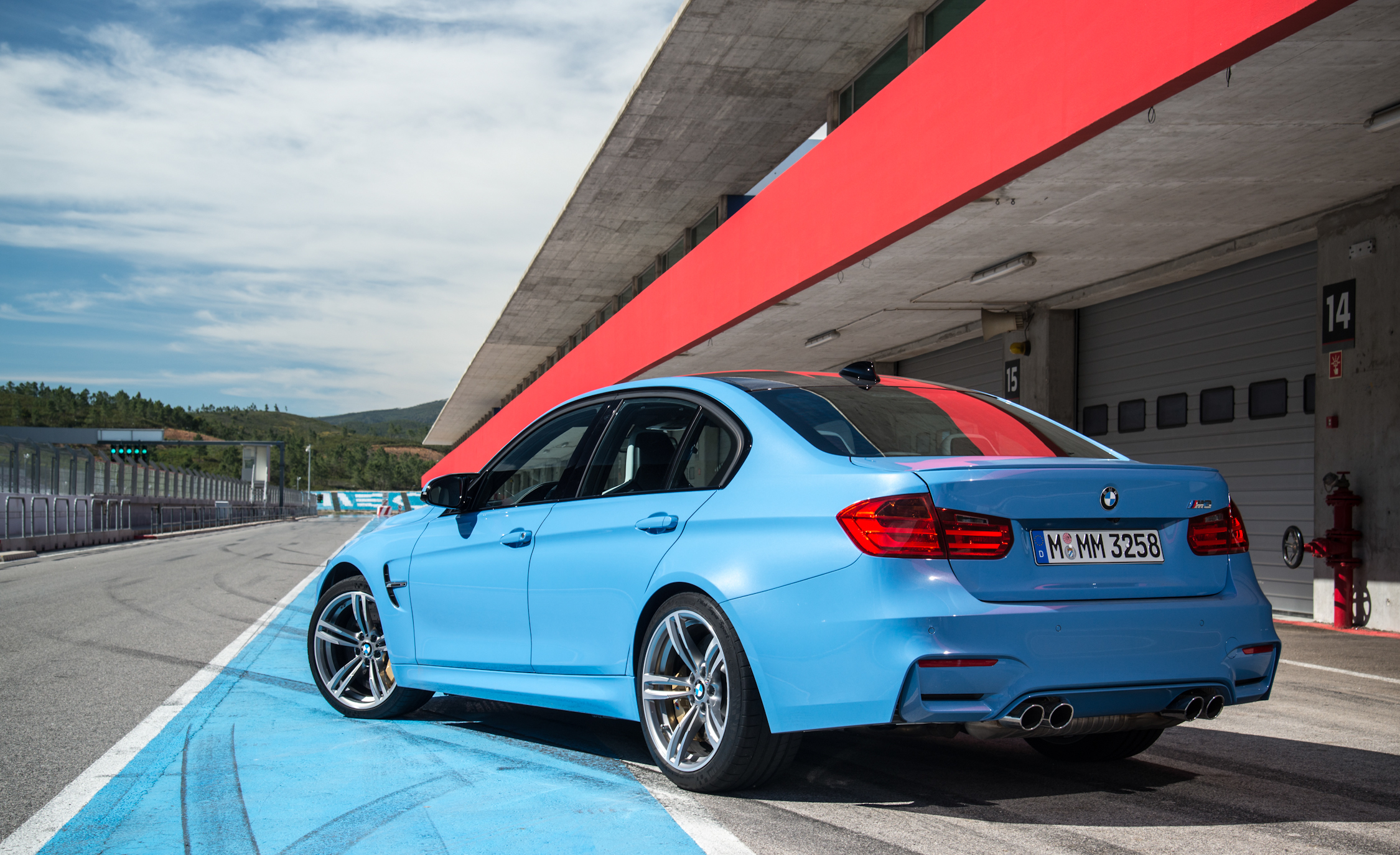 2015 BMW M3 Photo Side and Rear