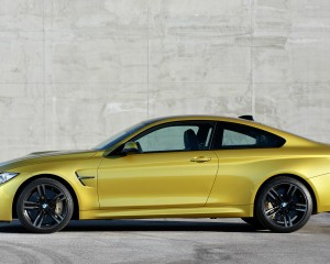 Side Exterior BMW M4 Coupe 2015