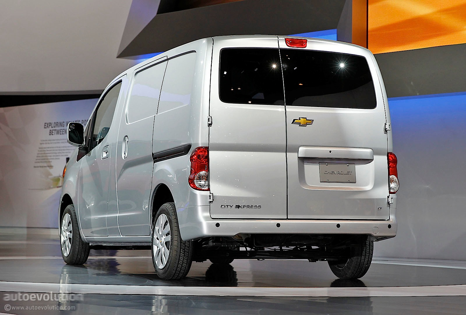 2015 chevrolet city express rear side