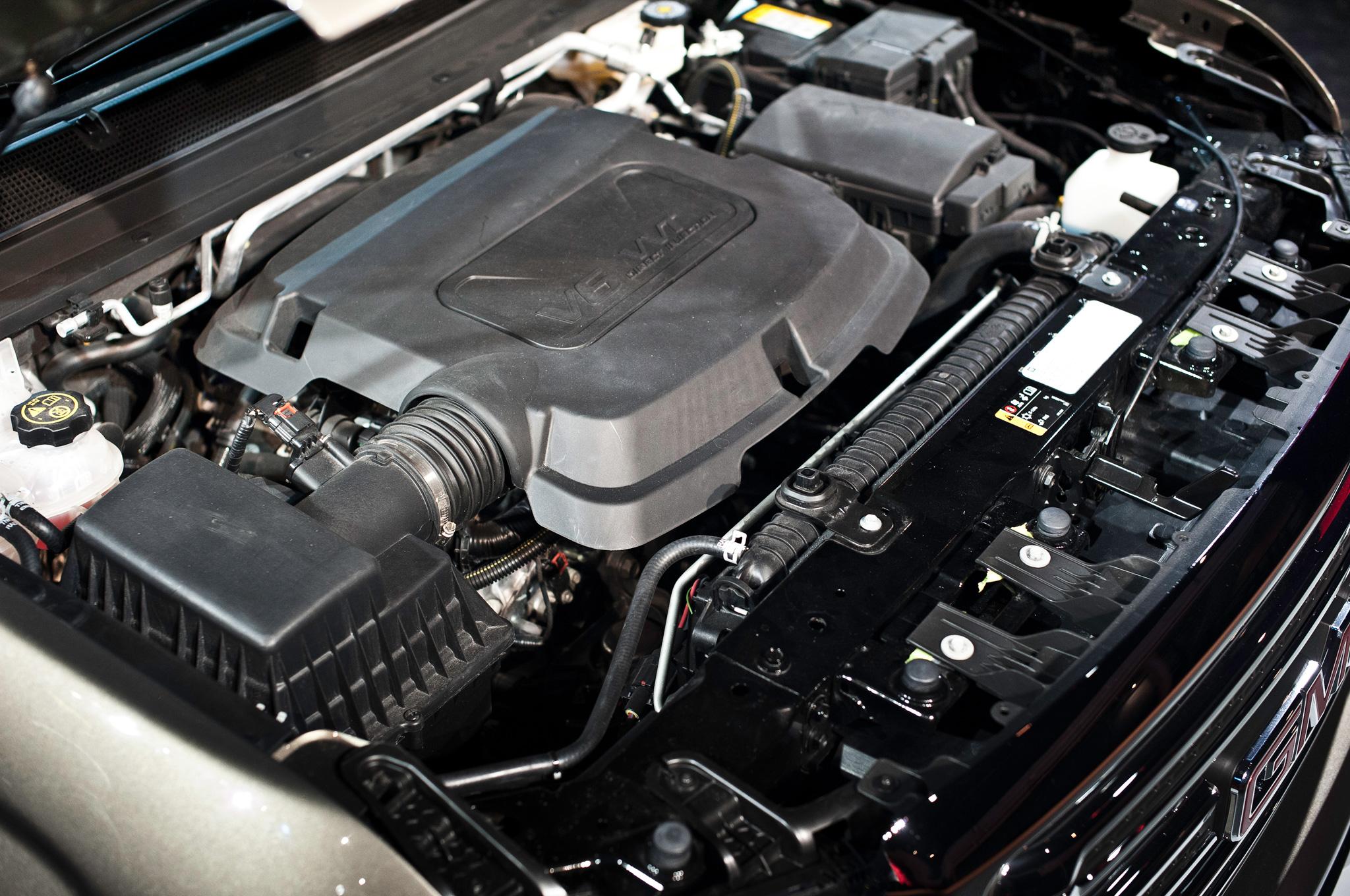 2015 GMC Canyon Engine View