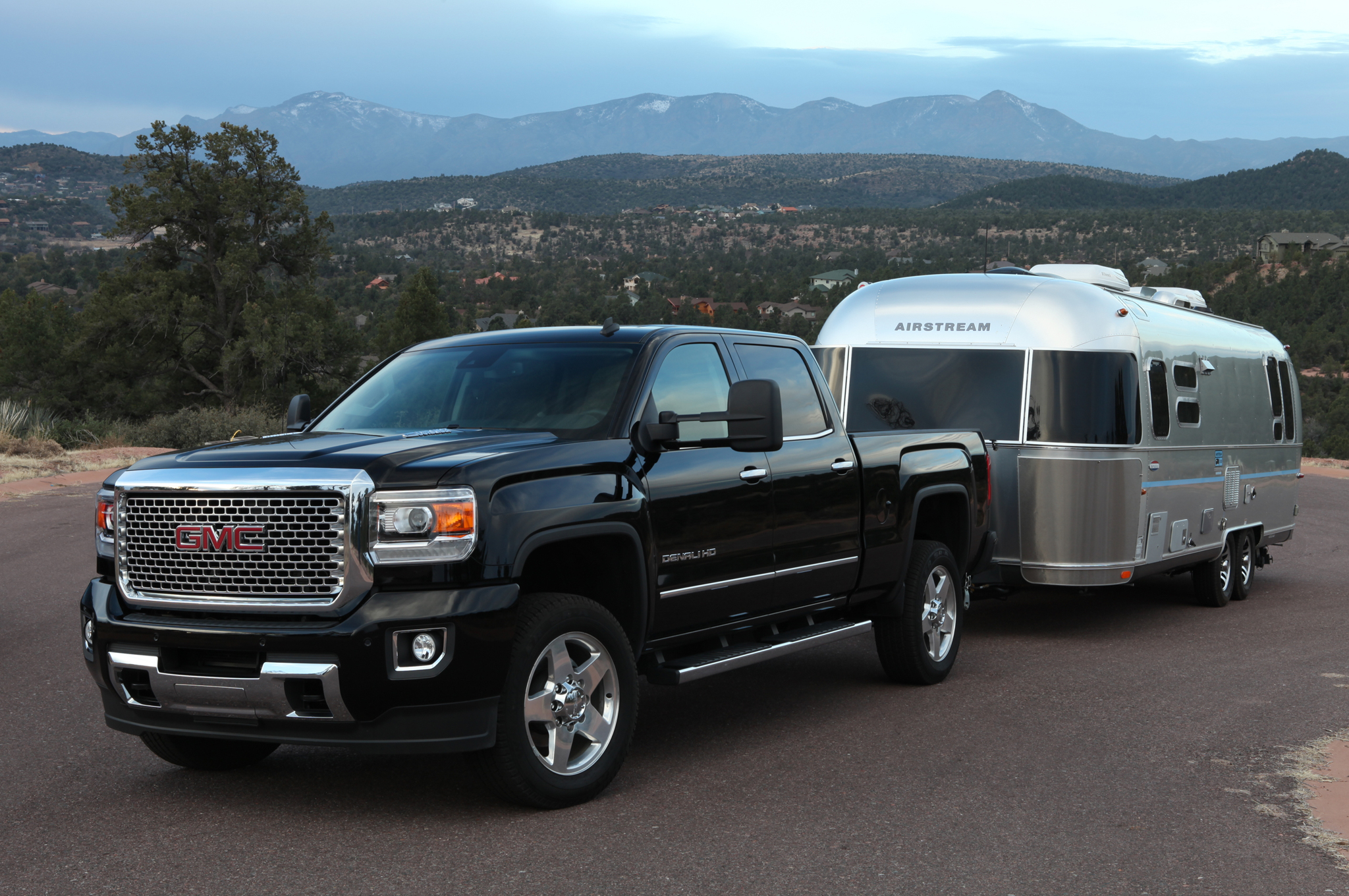 us sierra three trucks vehicles dynamic gmc front en media states quarter pressroom united