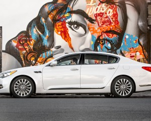 2015 Kia K900 White Side End