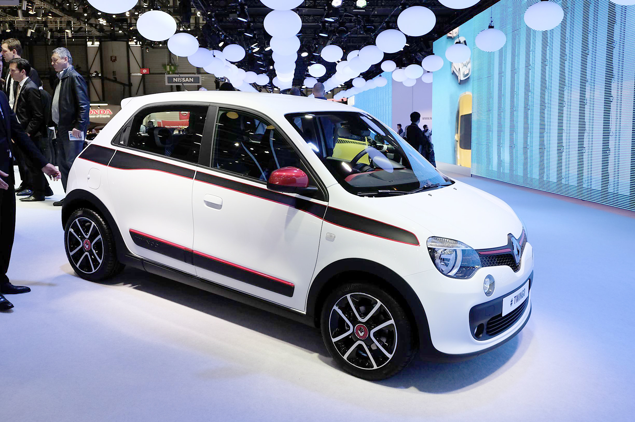 2015 renault twingo exterior profile 1466 cars performance reviews and test drive. Black Bedroom Furniture Sets. Home Design Ideas