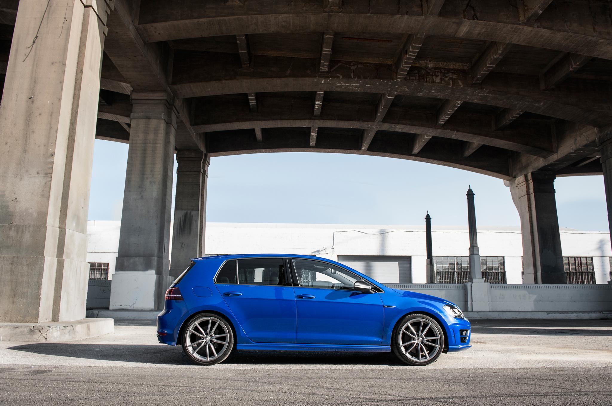 2015 Volkswagen Golf R Side Model