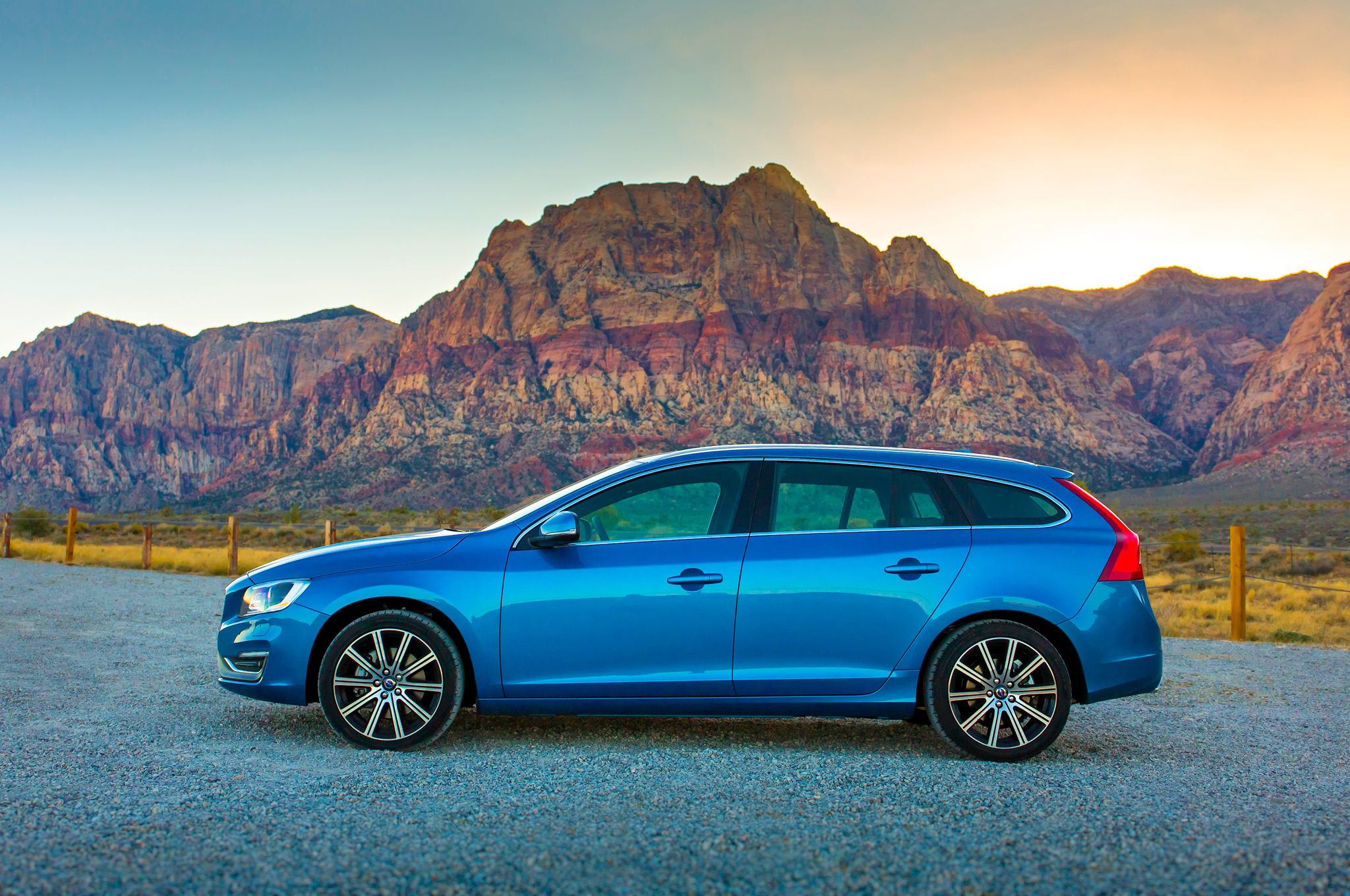 2015 Volvo V60 Side End Design