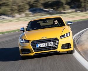 2016 Audi TTS Test Front View