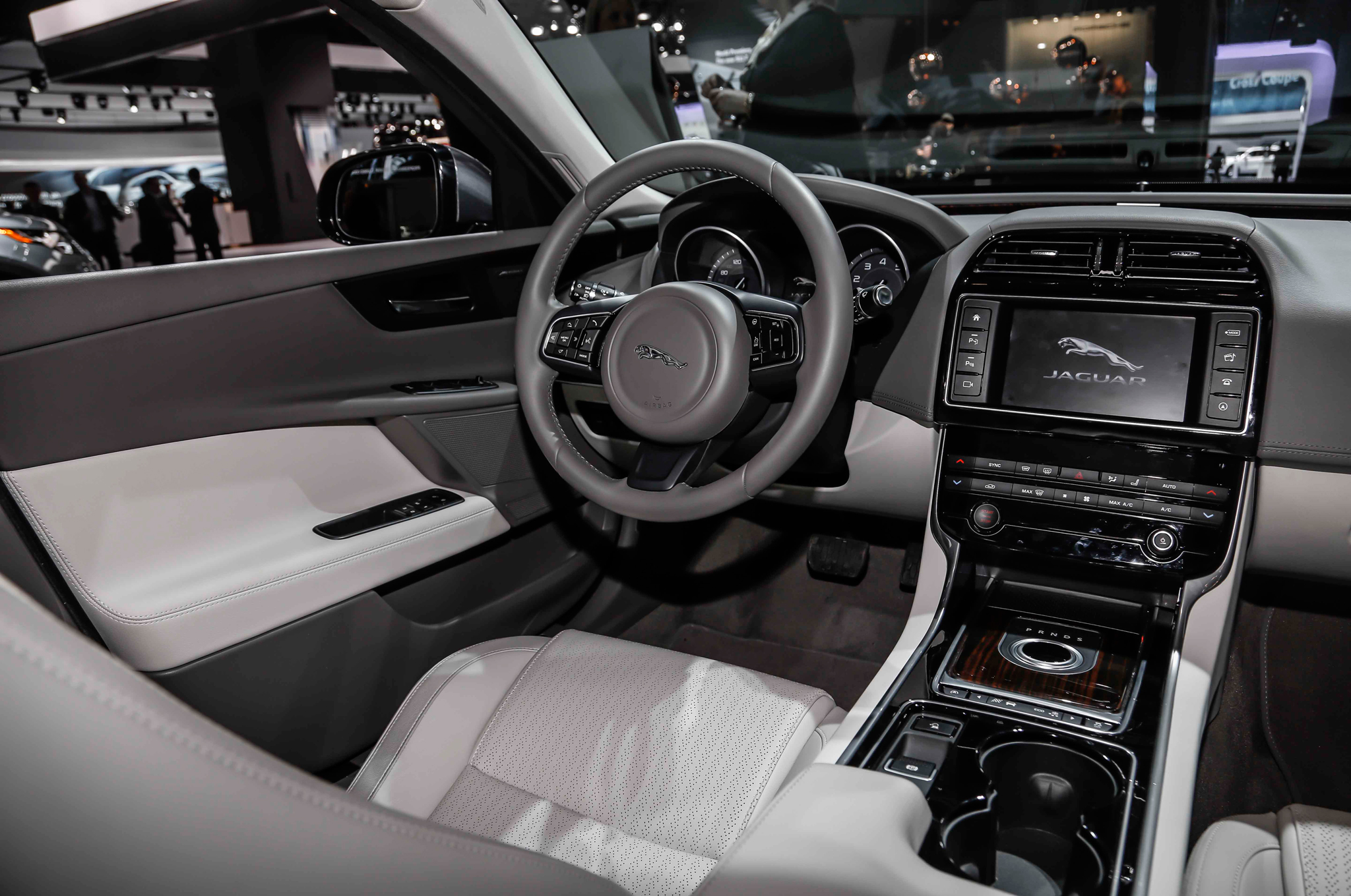 2016 Jaguar XE Dashboard and Cockpit