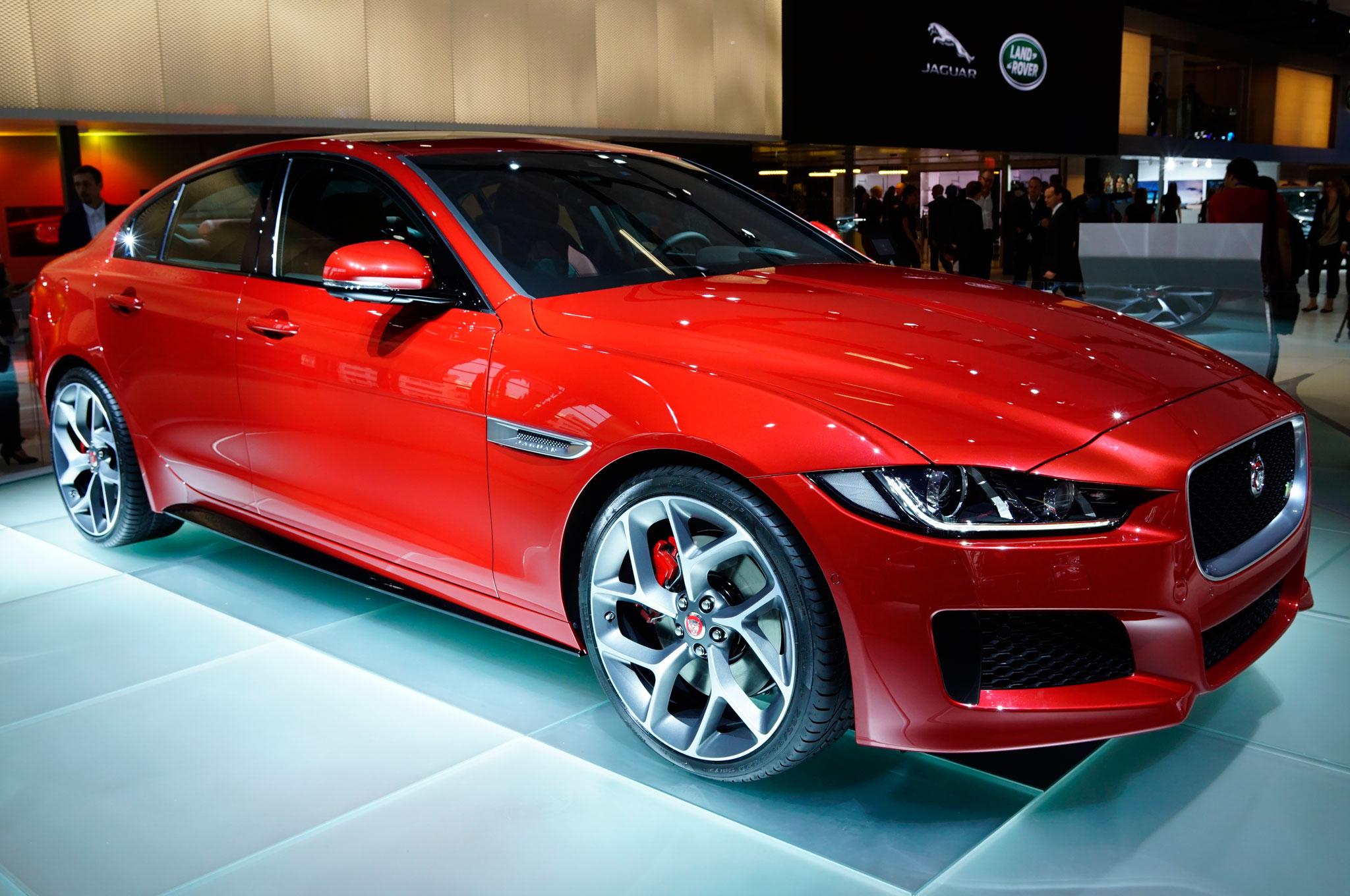 2016 Jaguar XE Front Side Details