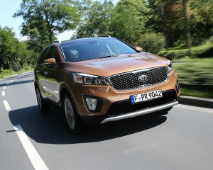 2016 Kia Sorento Front View in Test