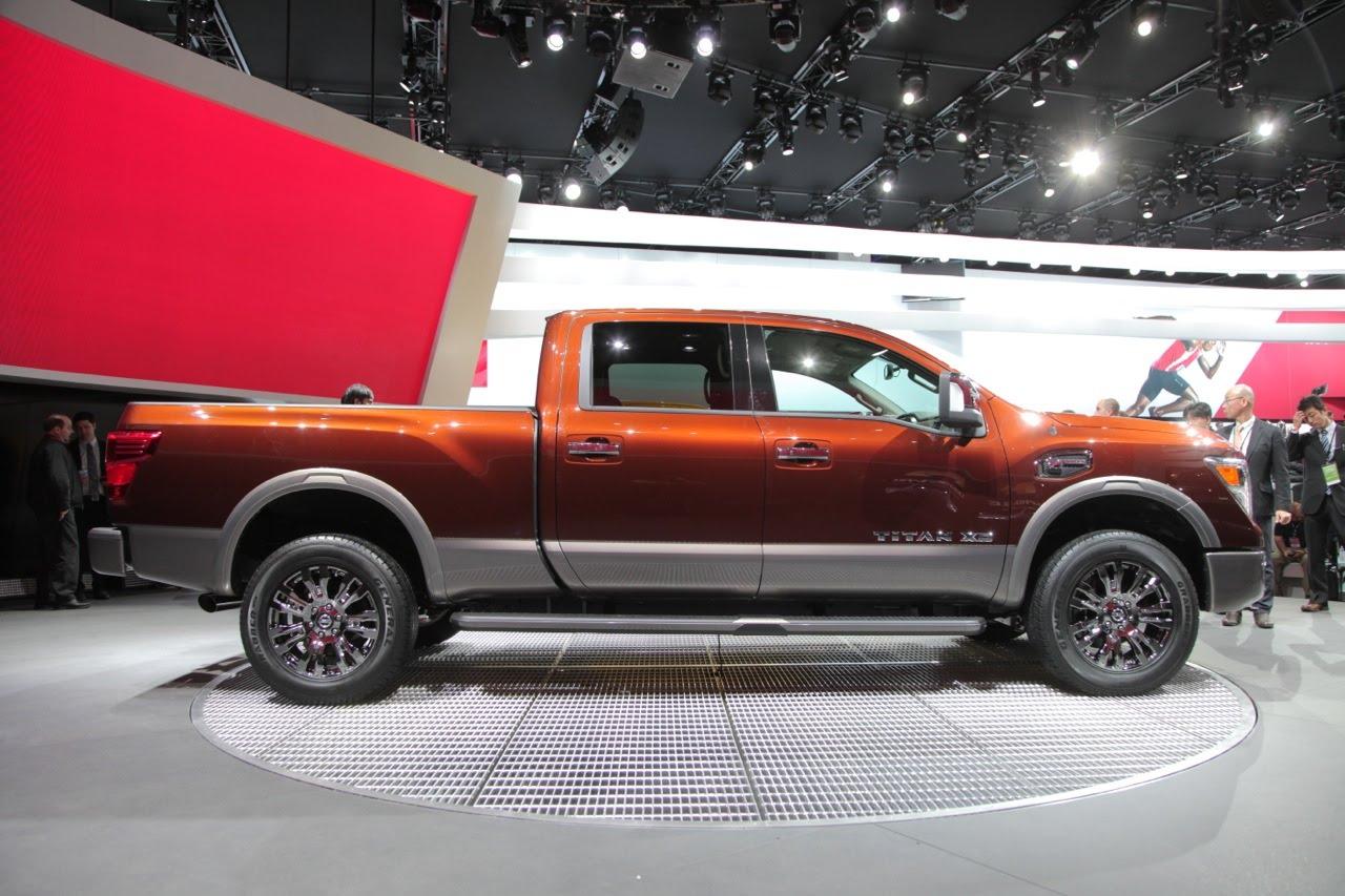 2016 Nissan Titan Right Side Photo