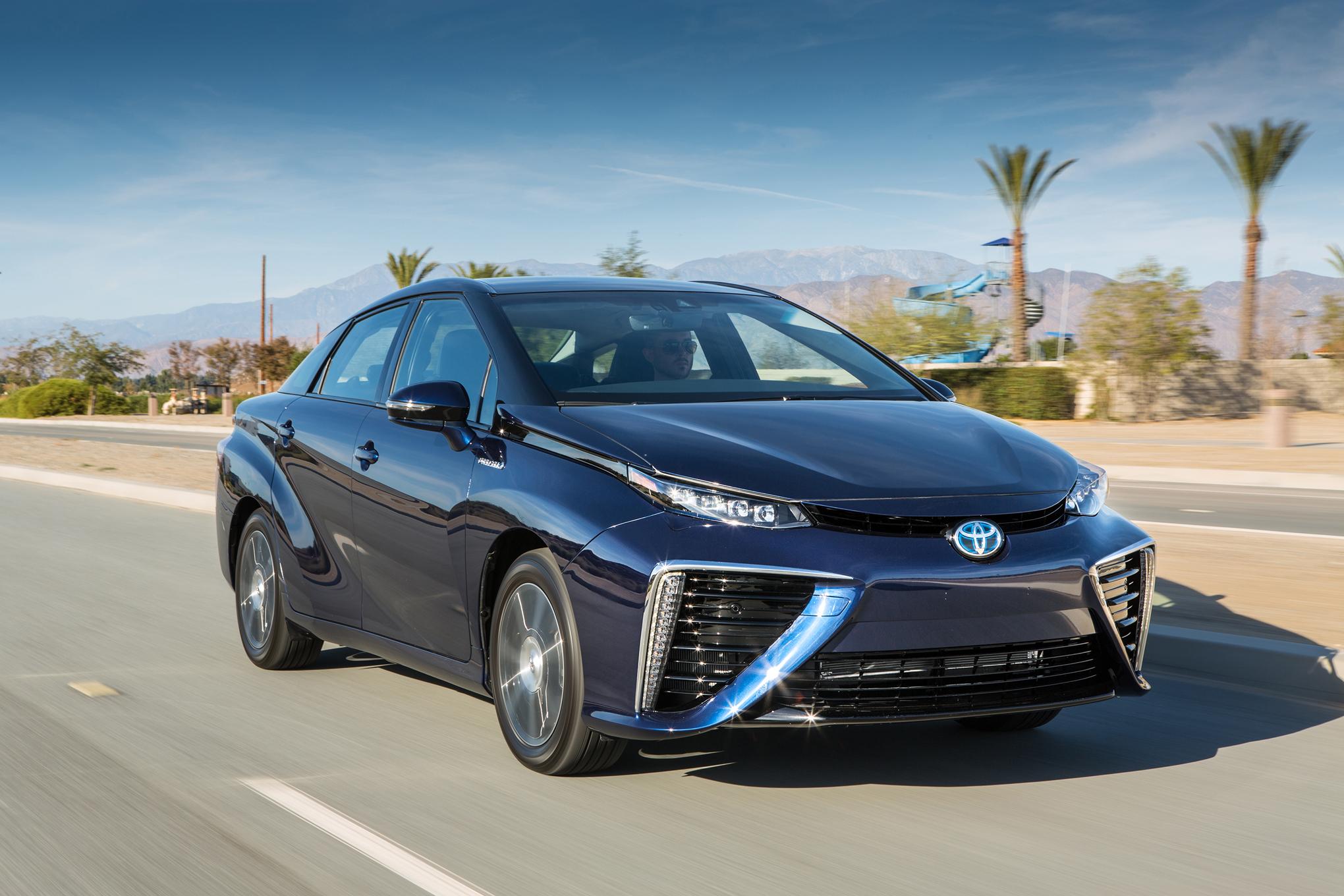 2016 Toyota Mirai Exterior Profile
