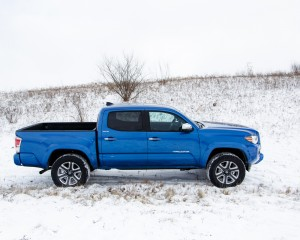 2016 Toyota Tacoma Right Side Photo