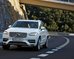 2016 Volvo XC90 T8 Test Drive Front View