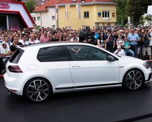 2016 Volkswagen Golf GTI Clubsport New Features
