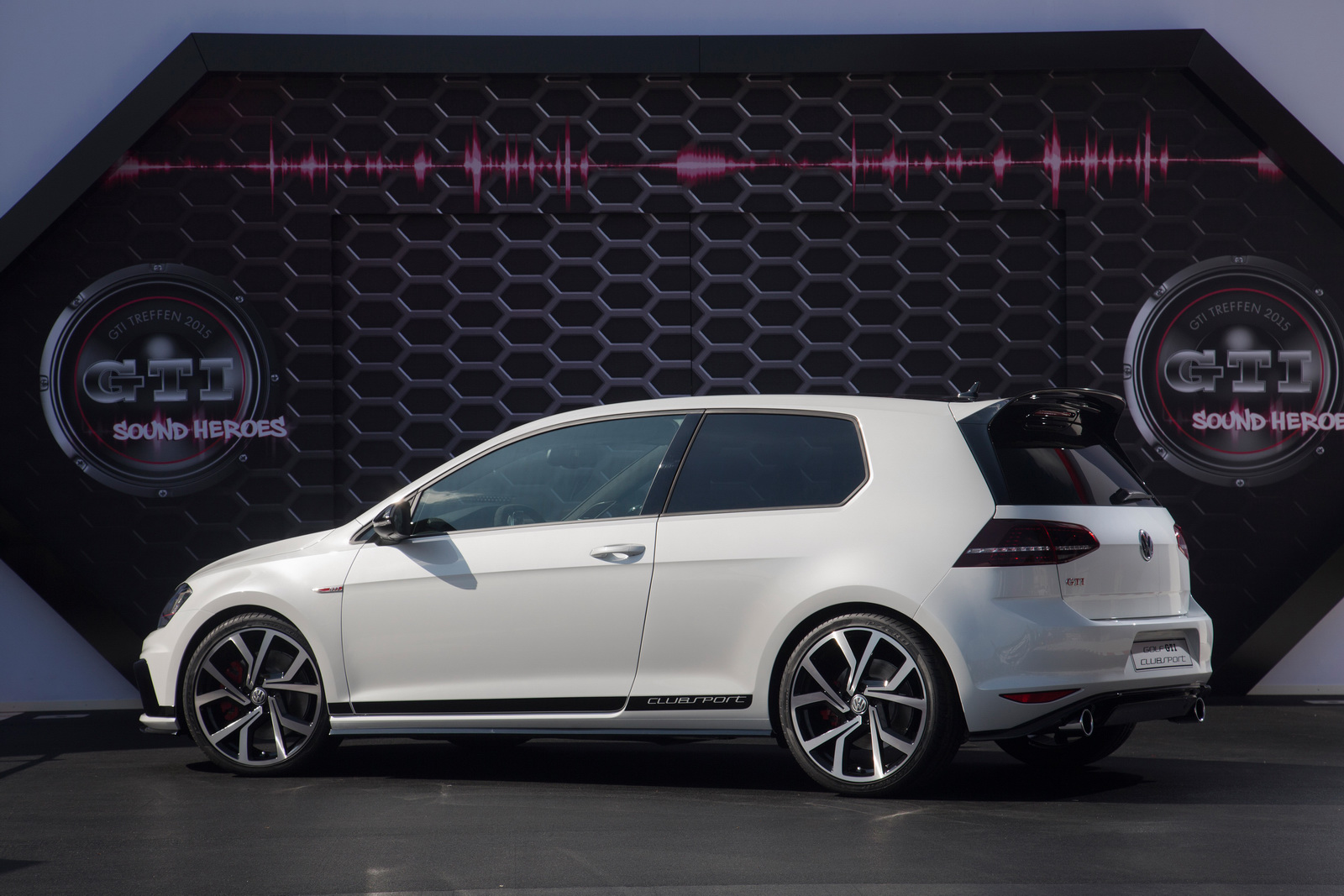 2016 Volkswagen Golf GTI Clubsport Side Exterior Preview