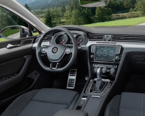 2016 Volkswagen Passat Alltrack Cockpit Interior Preview