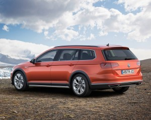 2016 Volkswagen Passat Alltrack Left Side Preview