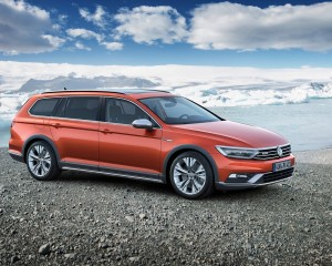 2016 Volkswagen Passat Alltrack Right Side Preview