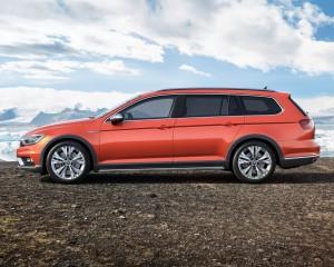 2016 Volkswagen Passat Alltrack Side Exterior