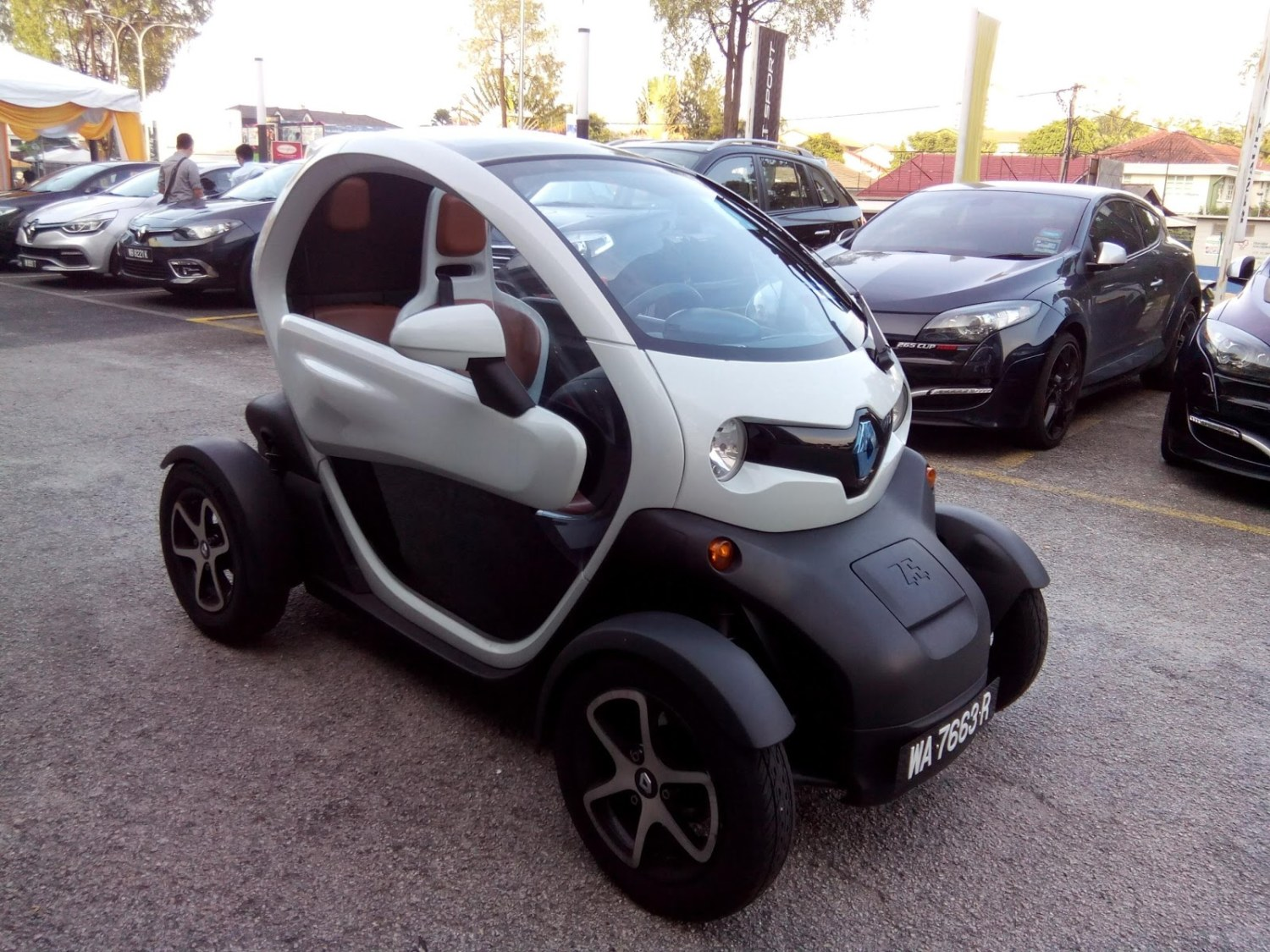 renault twizy exterior 1828 cars performance reviews and test drive. Black Bedroom Furniture Sets. Home Design Ideas