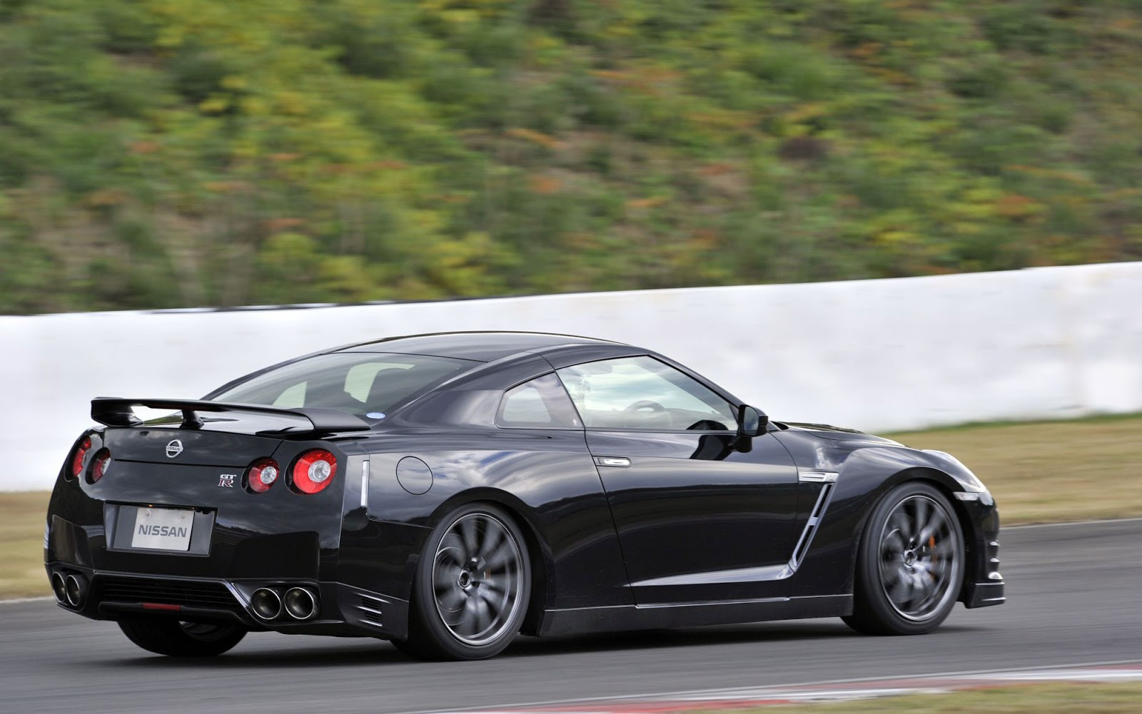 2014 nissan gt r japanese spec 5046 cars performance reviews and test drive. Black Bedroom Furniture Sets. Home Design Ideas