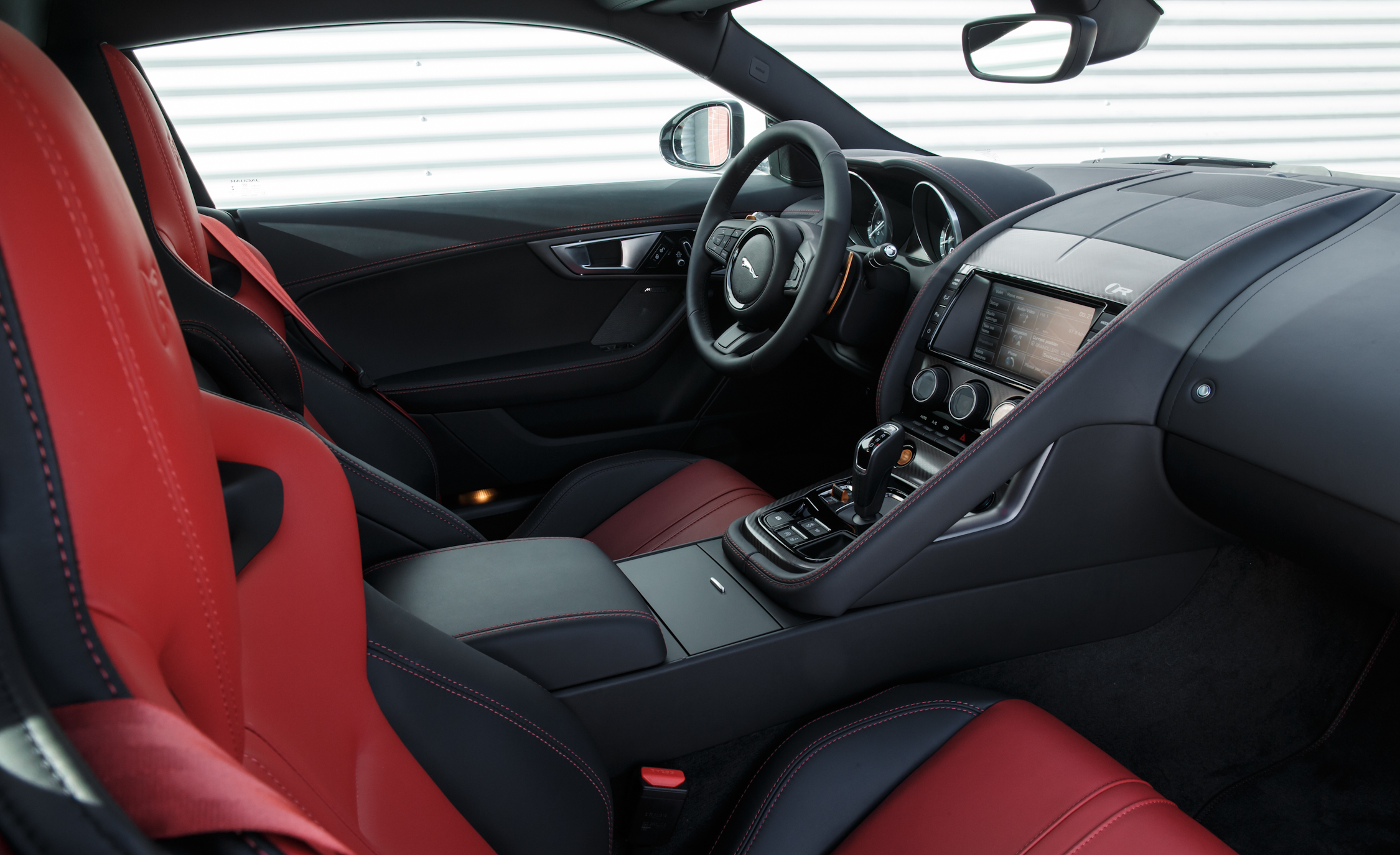 2015 Jaguar F-type R Coupe Interior Dashboard