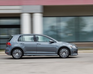 2015 Volkswagen Golf 1.8T TSI Test Side View