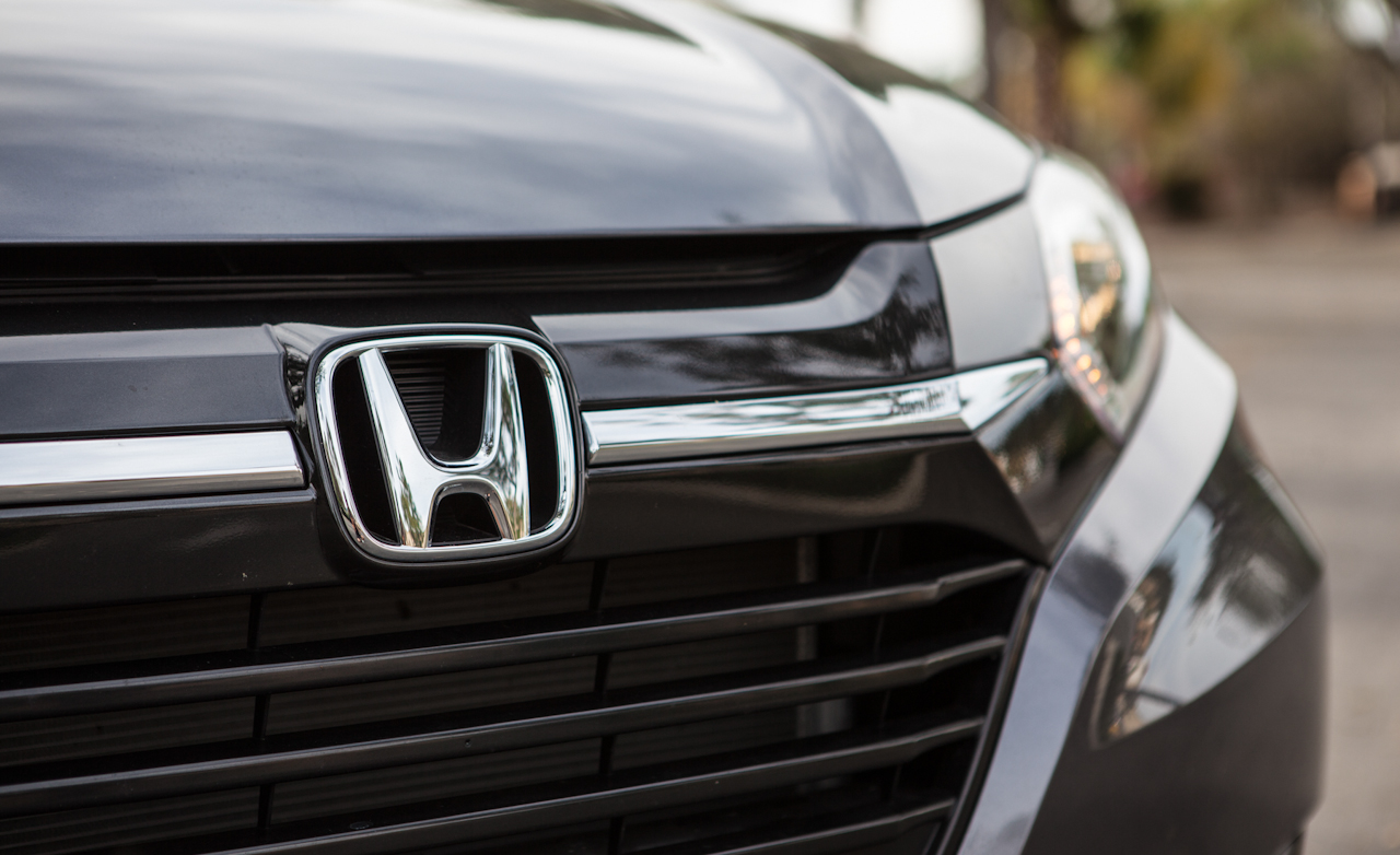 2016 Honda HR-V EX-L AWD Exterior Grille and Badge