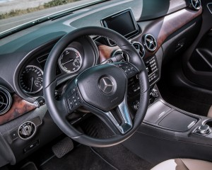 2014 Mercedes-Benz B-Class Interior Steering and Speedometer