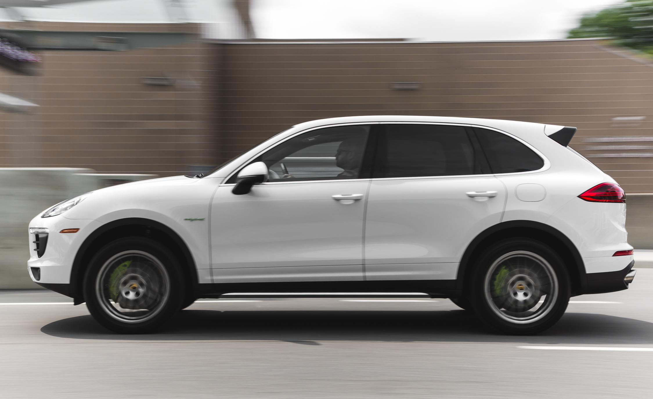 2015 Porsche Cayenne S E-Hybrid Exterior Right Side