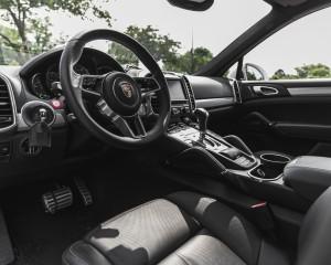 2015 Porsche Cayenne S E-Hybrid Interior Cockpit and Dashboard