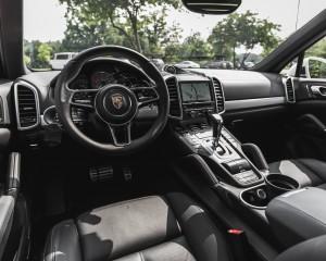 2015 Porsche Cayenne S E-Hybrid Interior Dashboard