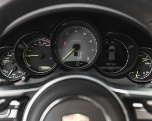 2015 Porsche Cayenne S E-Hybrid Interior Speedometer