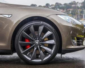 2015 Tesla Model S P85D Front Wheel