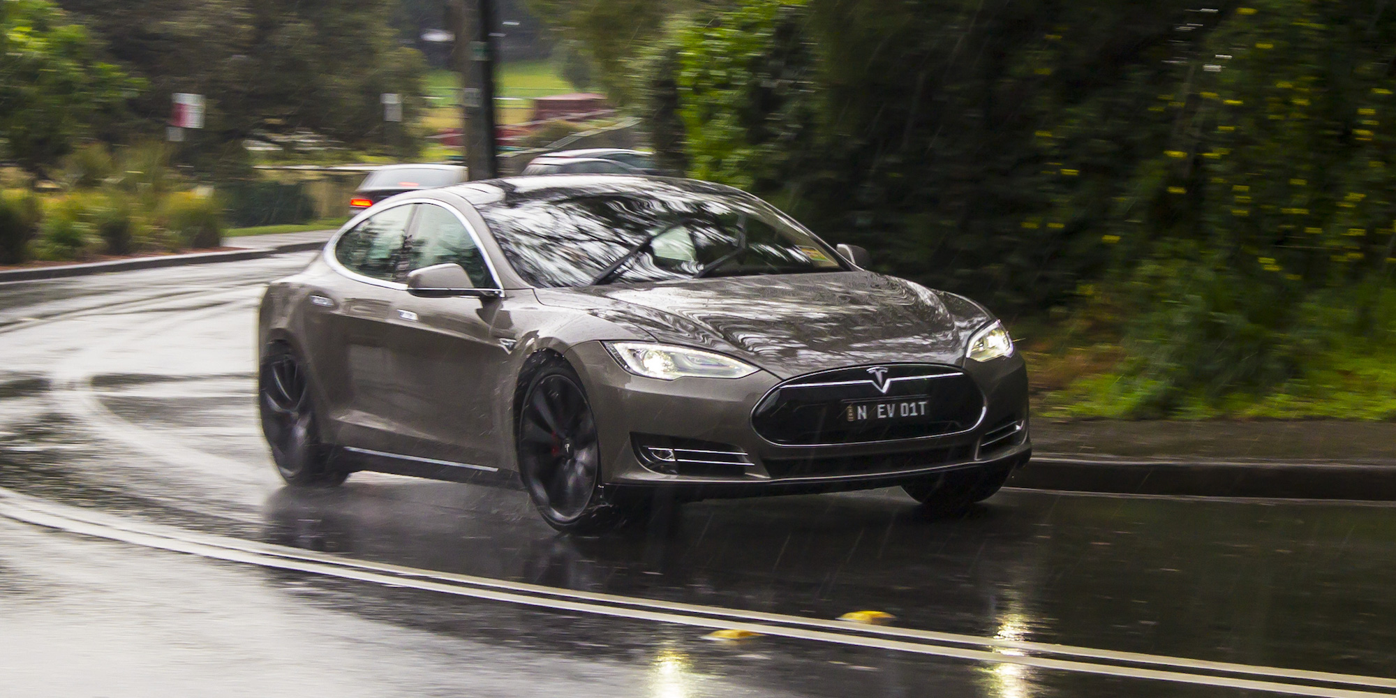 2015 Tesla Model S P85D Performance Test