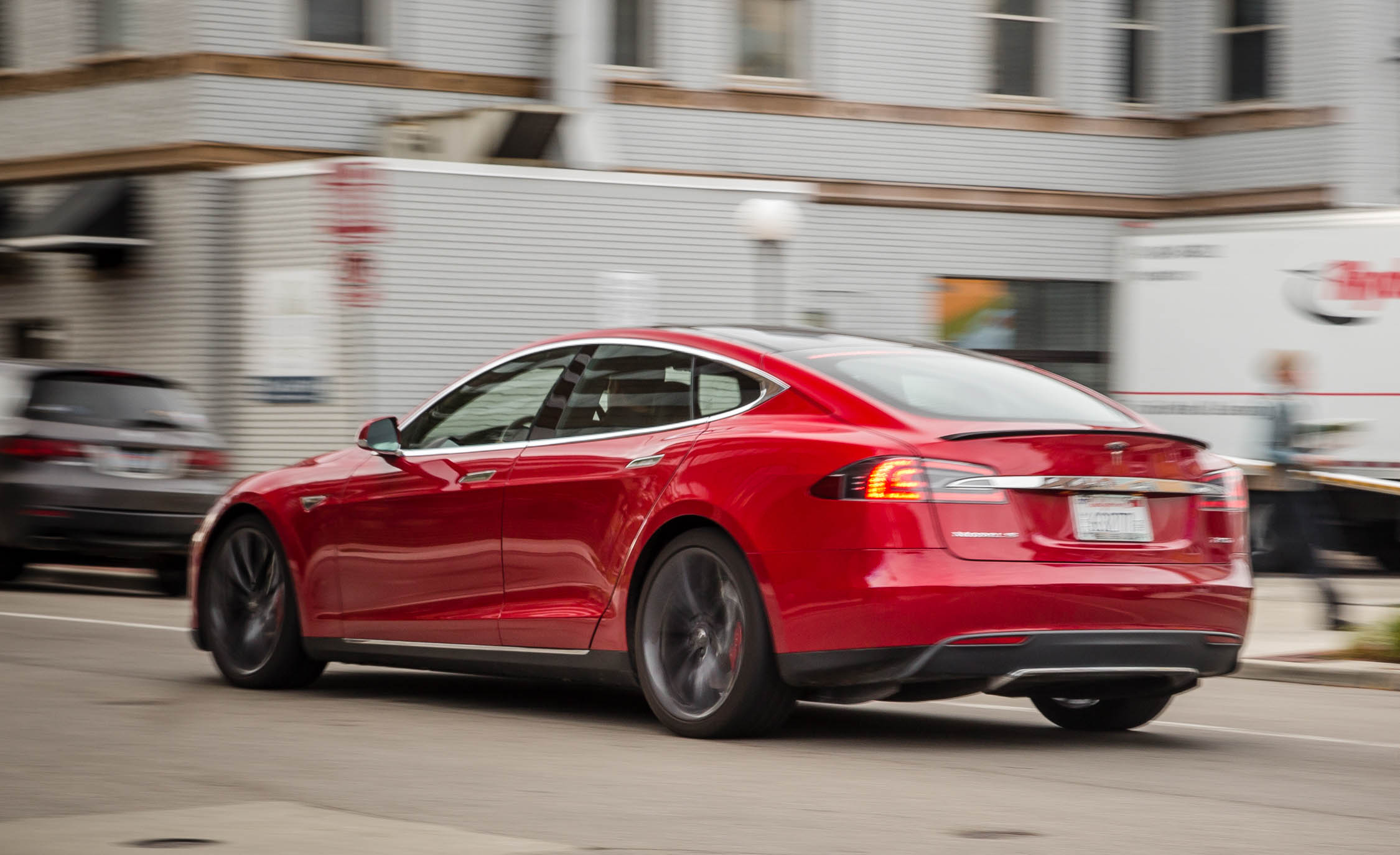2015 Tesla Model S P85D Road Test