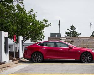 2015 Tesla Model S P85D Side Exterior