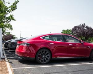 2015 Tesla Model S P85D Side View