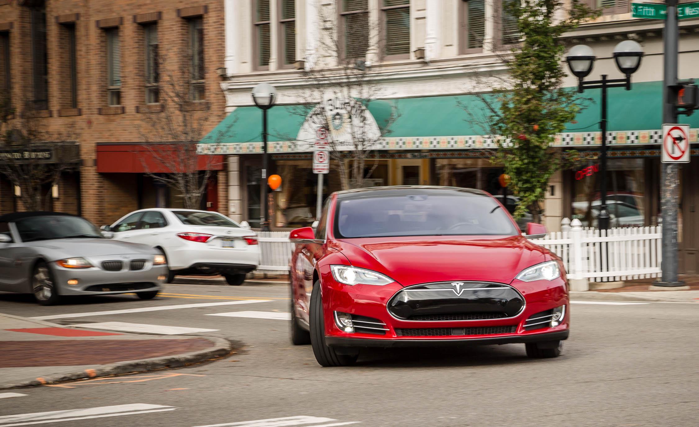 2015 Tesla Model S P85D Test