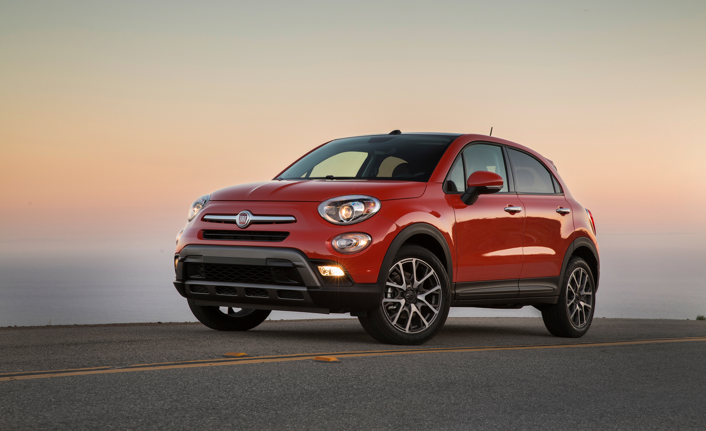 compact crossover all new 2016 fiat 500x 7641 cars performance reviews and test drive. Black Bedroom Furniture Sets. Home Design Ideas