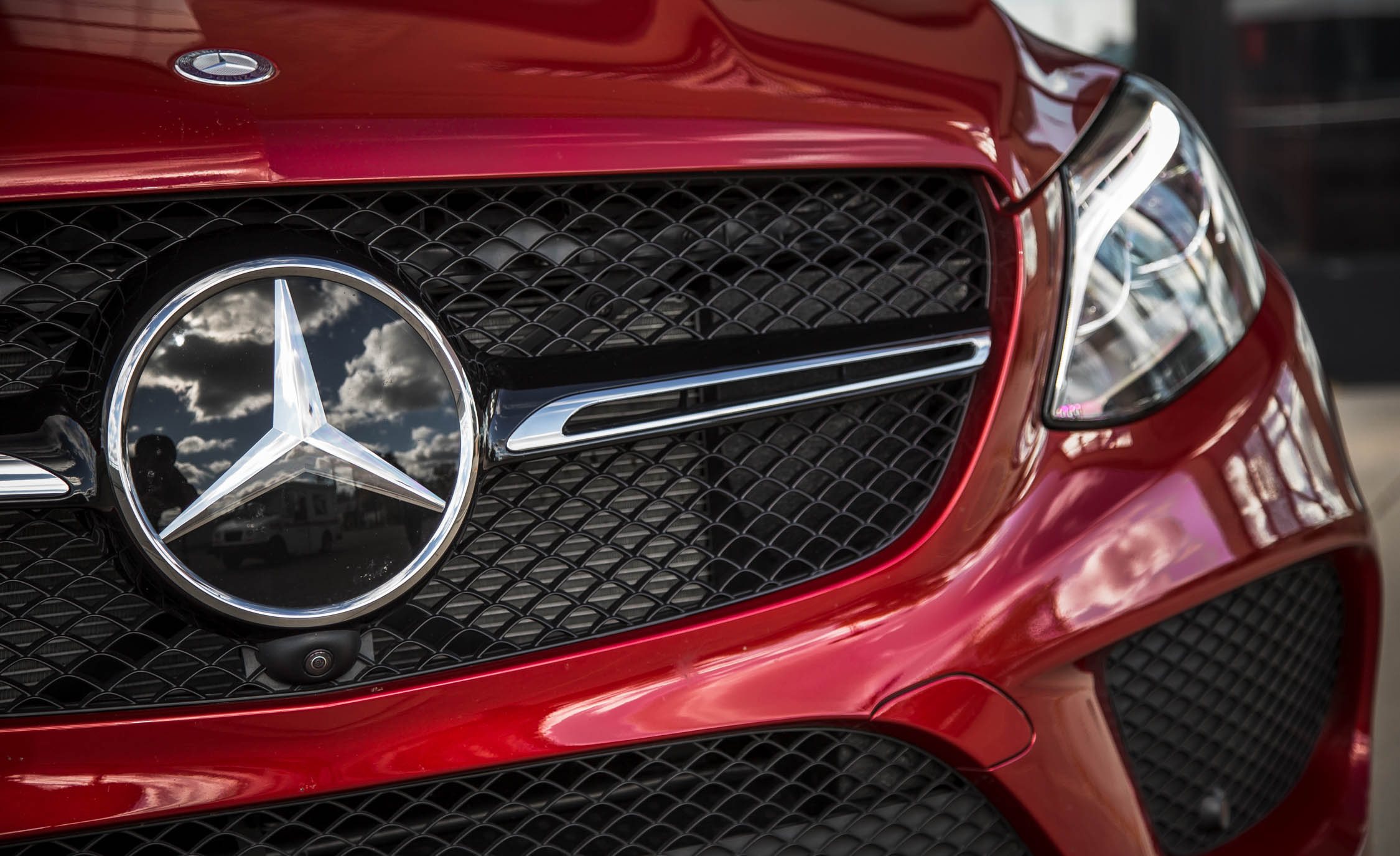 2016 Mercedes-Benz GLE450 AMG Coupe Exterior Grille Close-Up