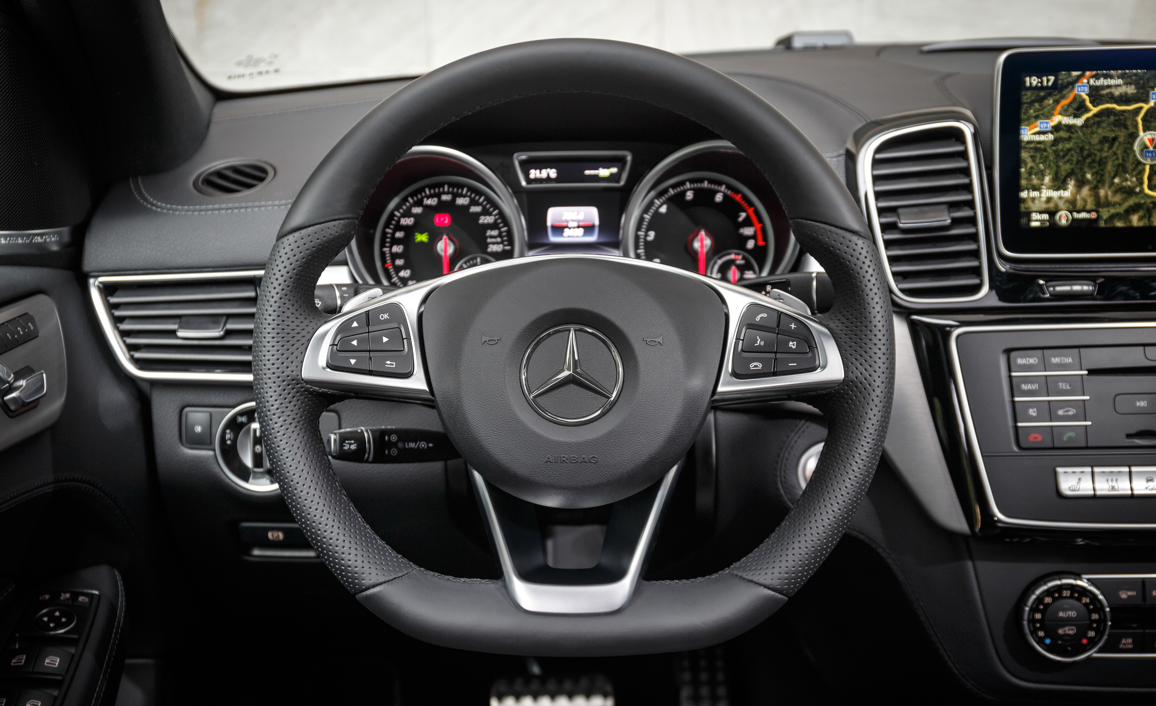 2016 Mercedes-Benz GLE500e 4MATIC Interior Cockpit