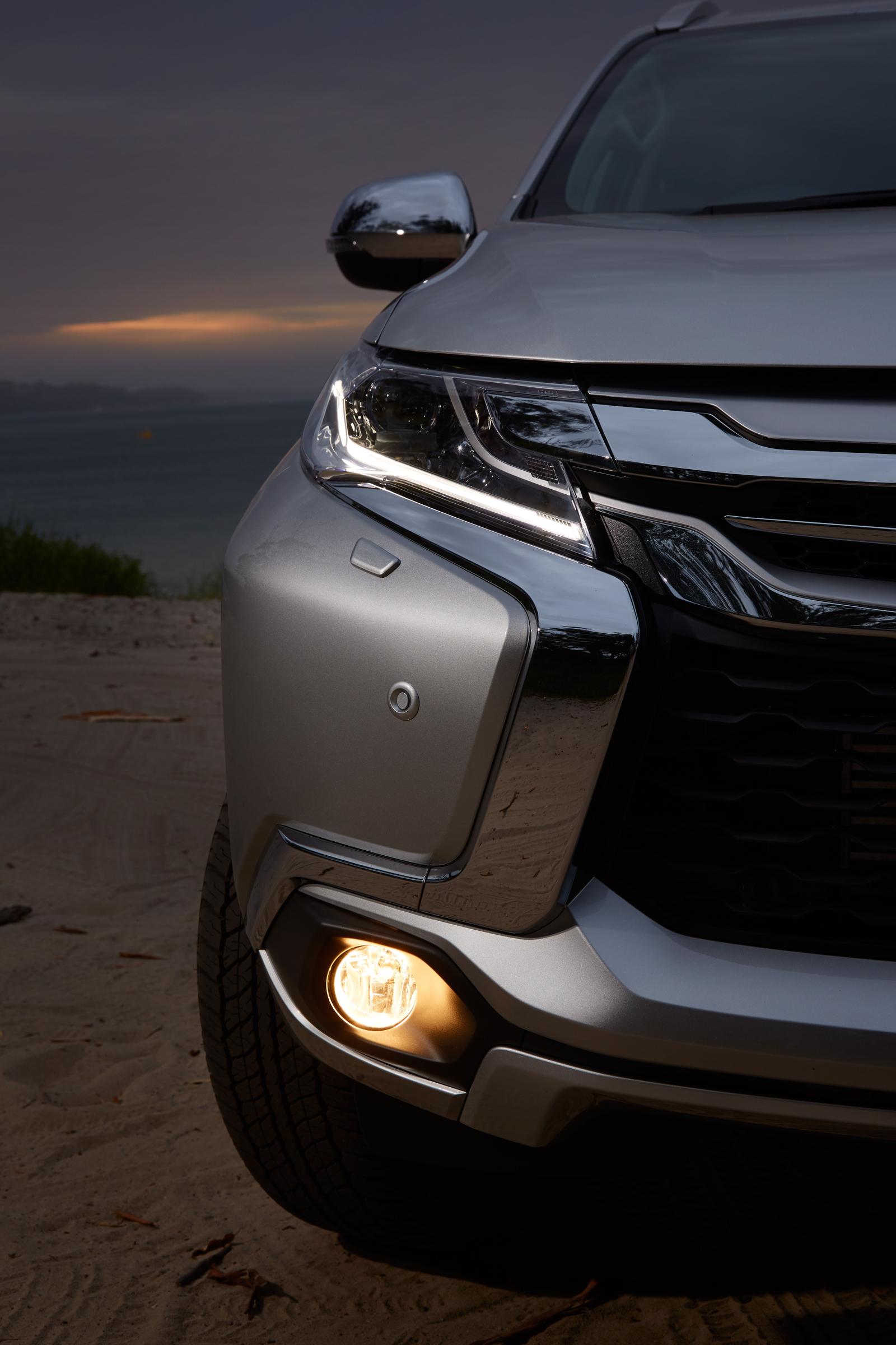 2016 Mitsubishi Pajero Sport Headlamp