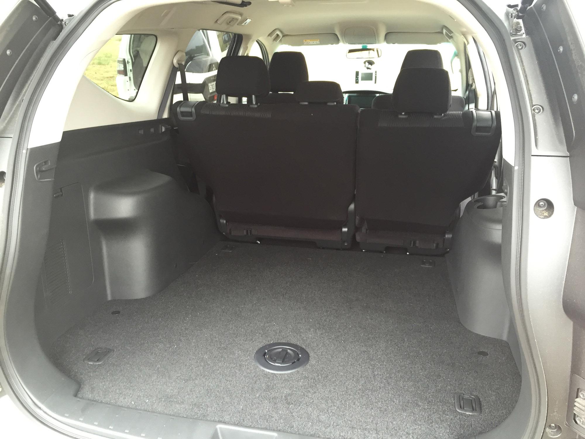 2016 Mitsubishi Pajero Sport Trunk Space