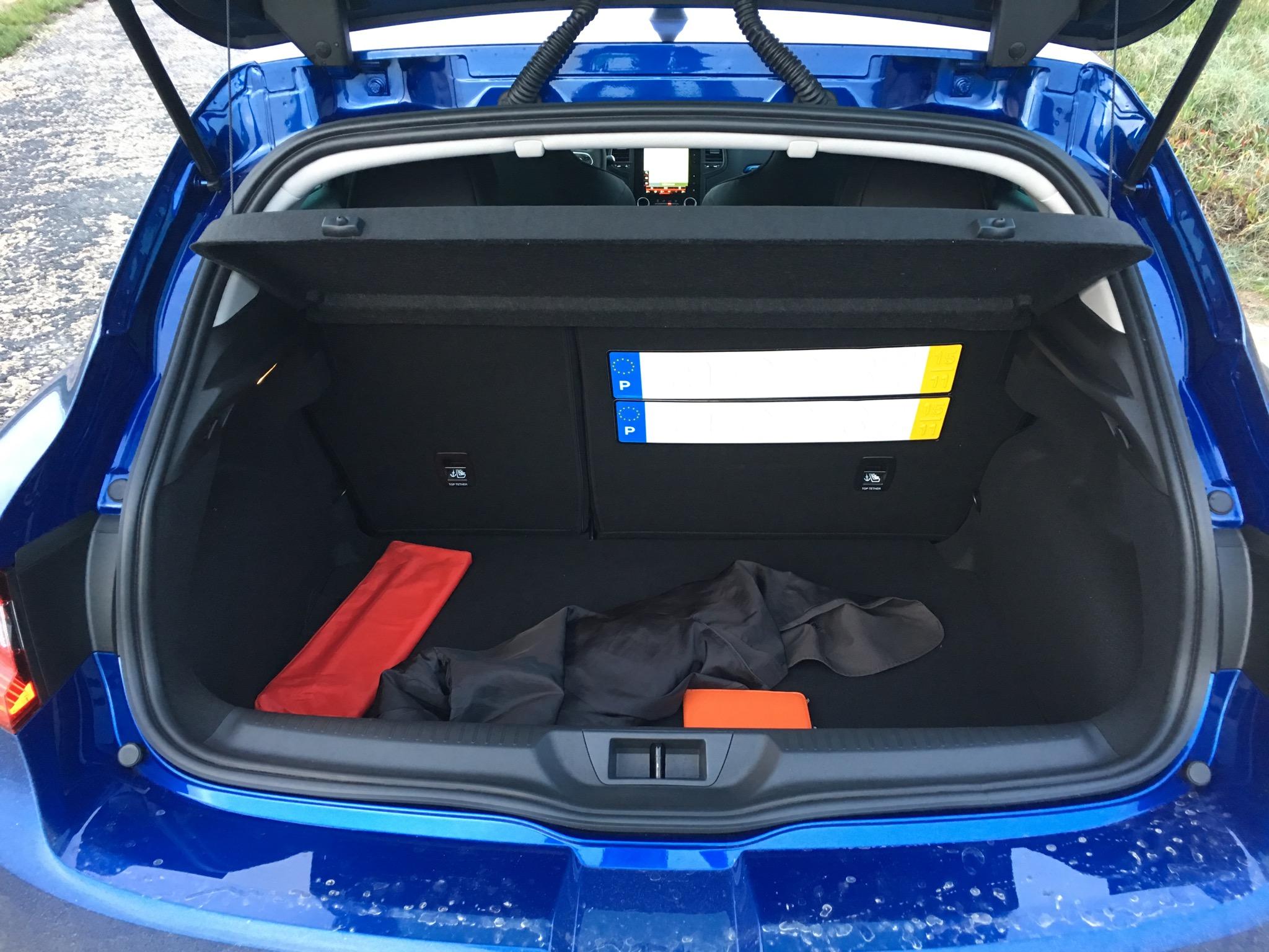 2016 Renault Megane GT Trunk Space
