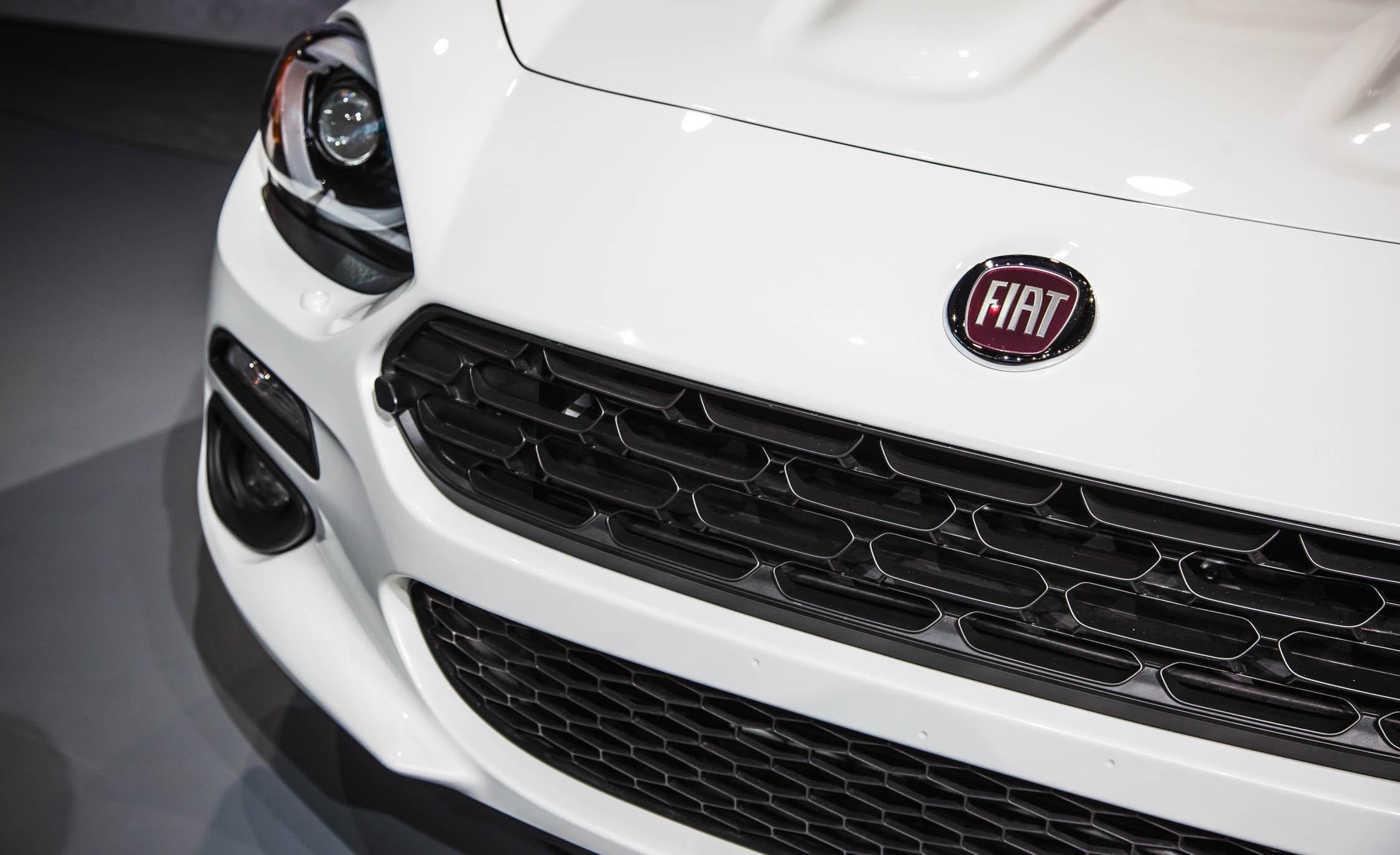 2017 Fiat 124 Spider Grille