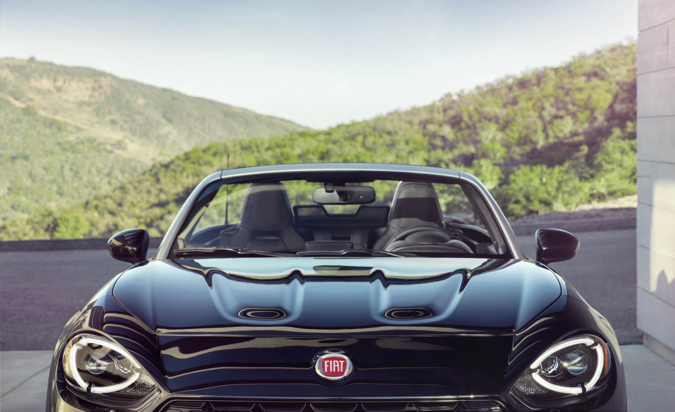 Front End 2017 Fiat 124 Spider