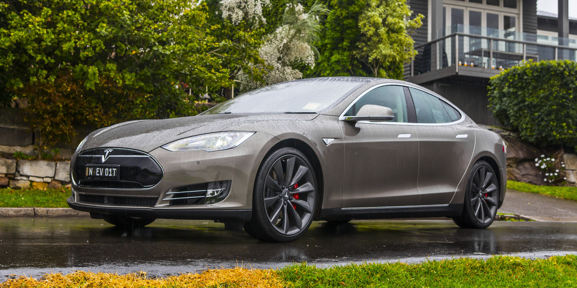 Review Tesla Model S P85D 2015