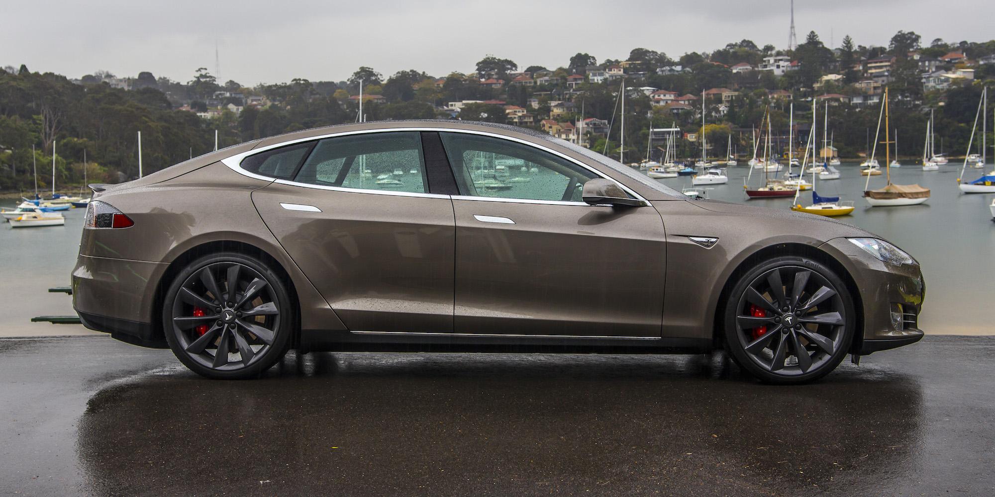 Side Exterior Tesla Model S P85D 2015